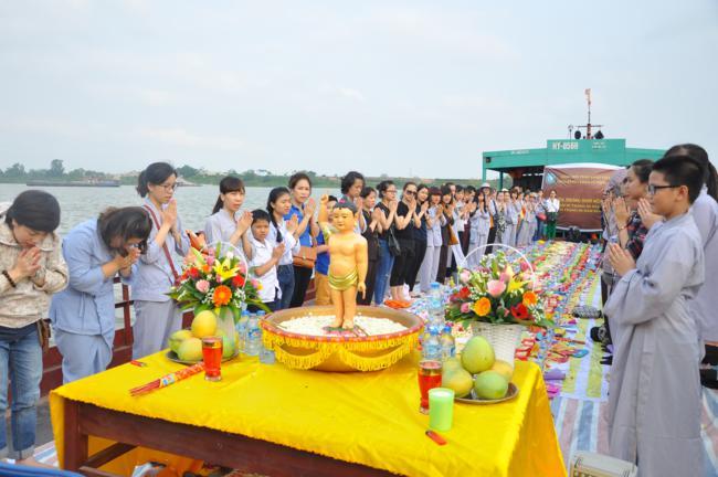 Thế hệ  trẻ nói về lợi lạc khi học Phật